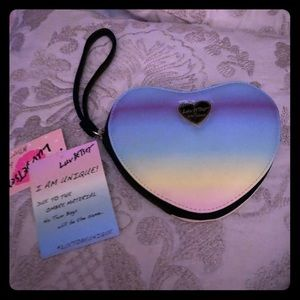 NWT Betsy Johnson unique ombré heart wristlet with